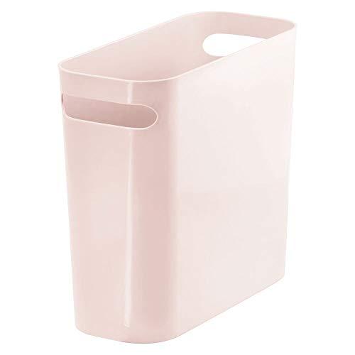 mDesign Cubo de Basura Estrecho con 5,7 litros de Capacidad – Papelera de Oficina en plástico con Asas integradas – Compacta Papelera para el baño, la Cocina o el despacho – Rosa Claro