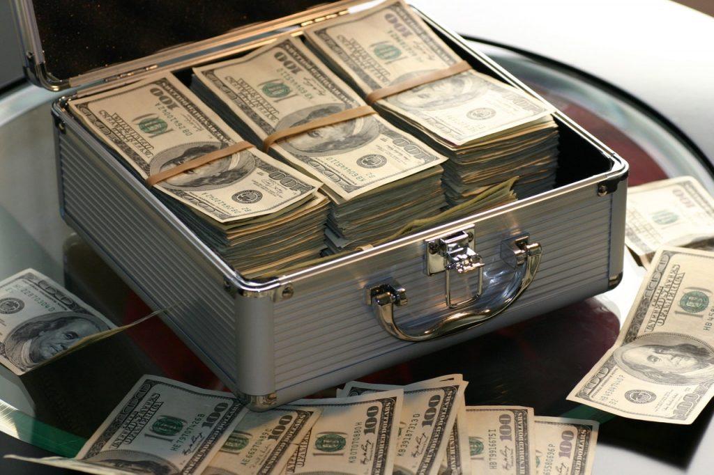 Dinero dentro de un maletín