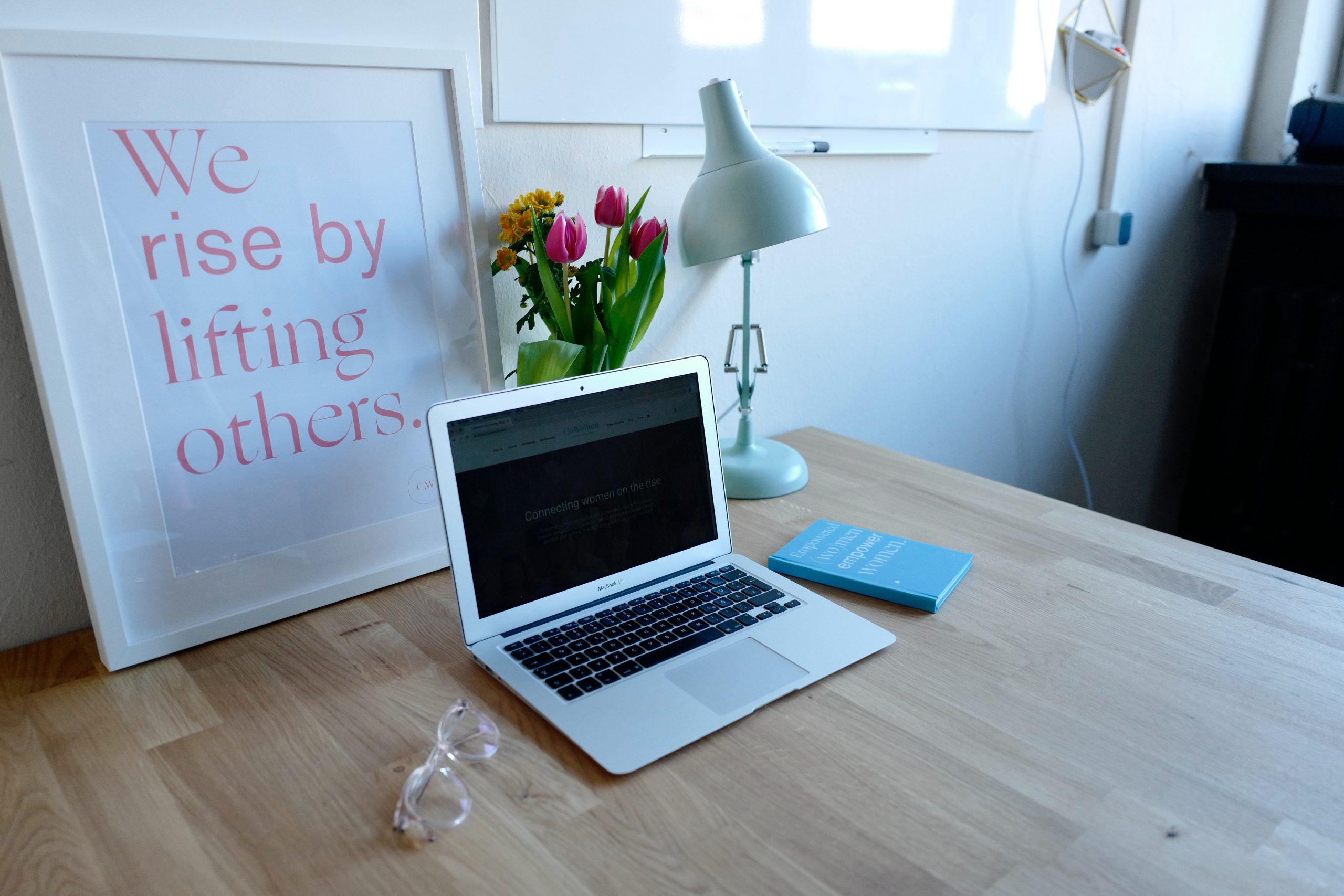 laptop en mesa