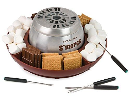 Nostalgia LSM400 S'mores - Máquina eléctrica de acero inoxidable para interiores con 4 bandejas de compartimento para galletas Graham, chocolate, malvaviscos y 4 tenedores para asar